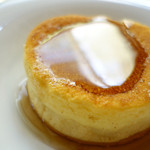 ル メルシェ カフェ - パンケーキ(2段目はたっぷりのメープルで)