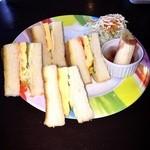 40540564 - 玉子サンドトーストとサラダとフルーツです