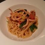 カメリーノ デッロスピタリタ - 朝イカとルーコラ、フレッシュトマトのスパゲティーニ、肝の風味