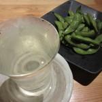炭の暖 - 乾坤一・純米酒とだだちゃ豆