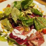 マザーリーフ ティー スタイル - パストラミビーフと10種野菜のサラダ