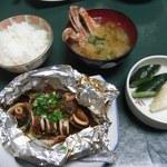 40546866 - 夕食③(いかと肝のホイル焼き 味噌汁 香物 ご飯)