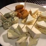 焼肉園 花牛 - チーズ盛り合わせ