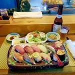 宝来寿司 - ランチおまかせ。他に椀物とドリンクが付きます。