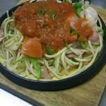 ふらいぱん - ふらいぱん風すぱげッティ 太麺に海老やホタテを混ぜて、ナポリタンソースが掛っています。