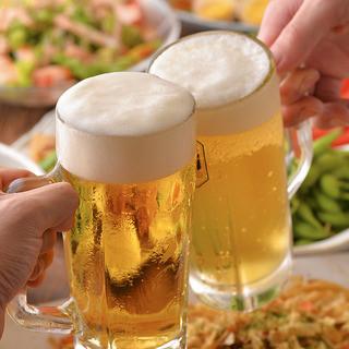 安く美味しく飲めるのが暁!生ビール¥330、サワー¥290〜