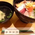 博多 太兵衛鮨 - 「海鮮丼(850円:税込)」を頂きました。お吸い物が付きます。