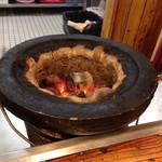 味の羊ヶ丘 - 七輪に練炭をセット