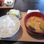 レストラン酢重正之 - ランチのごはん(お代わり自由)と味噌汁漬物
