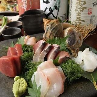市場から直送で仕入れる鮮魚が自慢