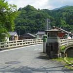 ひばり食堂 - 店の近くの橋