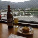 錦帯茶屋 - ビール:500円、岩国れんこんコロッケ:150円