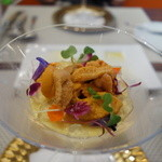ビストロ ダイア - 7月は小樽のエゾバフンウニが小ぶりで甘くて美味しいです。下はパプリカの二色ムース。