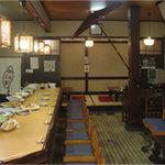 京のおばんざい わらじ亭 - 旬の京野菜をはじめとした約30種のおばんざいがカウンターにずらりと並ぶ、ほっこり空間です。