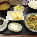 めしる - 日替りのスタミナと玉子焼き定食500円