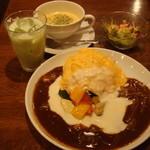 ロムレット - 夏野菜のWソースオムライス880円とサラダ・スープ・ドリンク410円