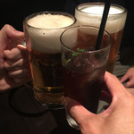 40573048 - イケメン店員さんも一緒に乾杯!