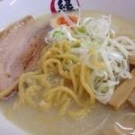 縁 - 芽室産小麦キタノカオリを使用した特注太麺がモチモチ♪でうまい。