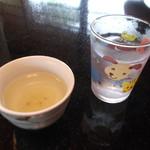 40596101 - 大人には、梅こぶ茶。子供には、可愛いコップのお水です♡