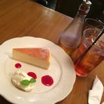 40601812 - フロマージュ(ベイクドチーズケーキ)のセット