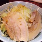 らーめん 郎郎郎 - 豚増し¥150+ヤサイマシ