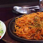 ひまわり - 料理写真:ナポリタン(サラダ付き)