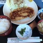 カタクリの花 - とんかつ定食950円