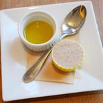 JIMI - ホイップクリーム、オリーブオイル