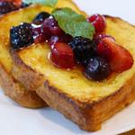 銀座みもざ館カフェ - 平飼い有精卵のフレンチトースト