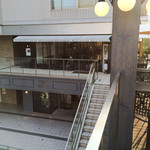 GLOU GLOU REEFUR - テラス席からお店を見たところ