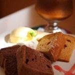オプティミスト - シフォンケーキのダブルプレート(チョコ、キャラメル)