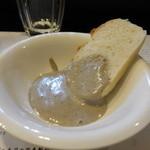 山猫軒 - トリュフとマッシュルームのペーストとハルユタカ 天然酵母の山猫パン