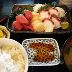 ゆうや - さしみ三種盛り定食(900円)