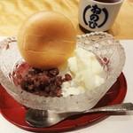 """蔵人厨 ねのひ - """"ねのひ"""" のコースの デザートです。甘さを抑えた餡と、冷たいアイスクリームをパリッとした食感の最中の皮に挟んで頂きます。"""