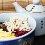 食楽部屋みなみ - 奄美大島の郷土料理の鶏飯(けいはん)。鶏がらスープをかけてお茶漬け風に。