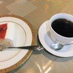 どんぐりんこのテラス - ケーキセット(800円)