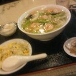 4062916 - 海老野菜タンメンと半炒飯のセット@随苑