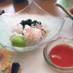 和食処 かおり - プリップリの鱧の湯引き。梅肉で!