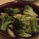 博多とーすと - アスパラとブロッコリーのアンチョビ炒め