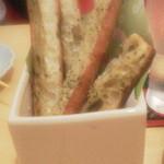 博多とーすと - スティック状のガーリックトースト