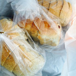 40631839 - すかんぴん食パン130円、ぶどう角食140円
