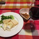Nano - チーズ盛り合わせwith赤ワイン