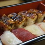 明石 菊水 - 握り4貫(左から、いか・本鮪・昆布〆の鯛・しまあじ)、穴子箱寿司