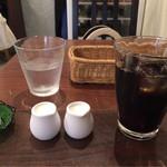 タベルナ ラ キアーヴェ - ランチドリンク。カフェラテがなかったのでミルク2つ付けてもらいました。