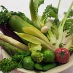 季節野菜とハーブのサラダ