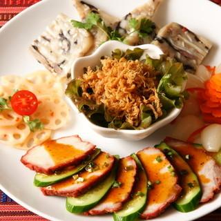 ★お店で作る自家製のベトナム叉焼(焼豚)、ハム、田麩。