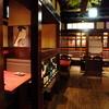 馬舌屋 - 内観写真:歌舞伎の絵が印象的