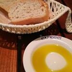カプリッチ - パン&オリーブオイル
