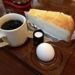 すぬーぴー - 料理写真:ホットコーヒー+モーニング (トースト・茹で卵) 380円