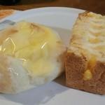 40647784 - 「ポケットサンド(たまご)」                       「練乳クリームの白パン」